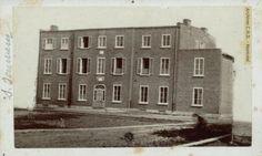 Couvent Saint-Sauveur / École secondaire Marguerite-Bourgeoys, institution fondée en 1856, Québec, Québec, [18-].