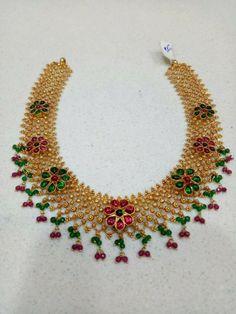 Emerald Jewelry, Gold Jewelry, Beaded Jewelry, Jewelery, Gold Necklace Simple, Bold Necklace, 1 Gram Gold Jewellery, Gold Jewellery Design, Gold Earrings Designs