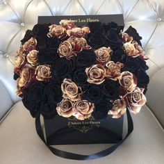 nice 43 Adorable Halloween Wedding Bouquets Ideas using Black Roses http://viscawedding.com/2017/11/15/43-adorable-halloween-wedding-bouquets-ideas-using-black-roses/