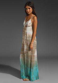 Love long maxi dresses...