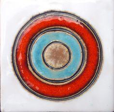 Pracownia ceramiczna specjalizująca się w wystroju wnętrz. Ręcznie robione umywalki, kafle, mozaiki, lampy, patery, misy, talerze, rzeźby