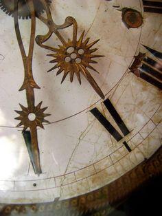 Cadran d'horloge comtoise: aiguilles dorées CLOCKS / BAROMETERS⌛️⏱⏰⏲⏰More At FOSTERGINGER @ Pinterest⏰⏲⏱⏳