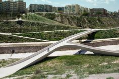 twisted valley by grupo aranea, elche, alicante, spain, 2013 © jesus granada Landscape And Urbanism, Landscape Design, Contemporary Landscape, Urban Landscape, Design D'espace Public, Bridge Design, Urban Park, Pedestrian Bridge, Urban Planning