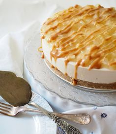 Caramel Apple Cheesecake celebrates the tastes of autumn. Toffee-omenajuustokakku syksyn juhliin.