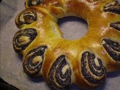 How to form a beautiful wreath poppy-seed bread Bread Recipes, Cookie Recipes, Hungarian Desserts, Poppy Seed Bread, Grain Foods, Easter Treats, Good Food, Fun Food, Bon Appetit