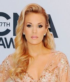 Host carrie underwood showed off her long blonde layers with a down hairdo Side Swept Hairstyles, Fancy Hairstyles, Wedding Hairstyles, Wedding Hair And Makeup, Hair Makeup, Sparkly Makeup, Blonde Layers, Photomontage, Carrie Underwood