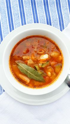 Soup Recipes, Recipies, Thai Red Curry, Good Food, Lunch Box, Food And Drink, Favorite Recipes, Meals, Vegan