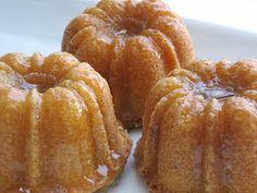 All That Splatters: Vanilla Bean Butter-Rum Poundcakes Rum Recipes, Pound Cake Recipes, Cupcake Recipes, Sweet Recipes, Cupcake Cakes, Dessert Recipes, Homemade Desserts, Mini Desserts, Just Desserts