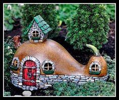 Miniature-Fairy-Faerie-Hobbit-Gnome-Garden-Crookneck-Gourd-Cottage-House