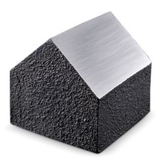 Holz/ペーパーウェイト IEMONO 3360yen 手の平サイズ、南部鉄器の小さな家