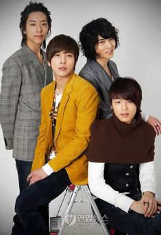 CNBlue Jung Yong-hwa Lee Jong-hyun, Lee Jung Shin and Kang Min-hyuk Come visit kpopcity.net for the largest discount fashion store in the world!!