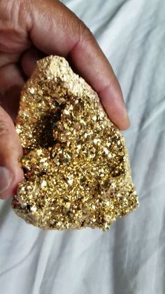 Gold Aura Quartz - Re-Wilding Minerals And Gemstones, Rocks And Minerals, Crystals And Gemstones, Stones And Crystals, Crystal Aesthetic, Beautiful Rocks, Gold Party, Rocks And Gems, Healing Stones