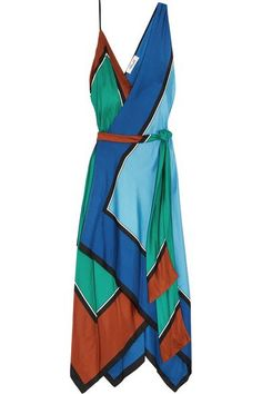 These summer maxi dresses will take you from spring to autumn when paired with the right accessories. They're seriously stylish!
