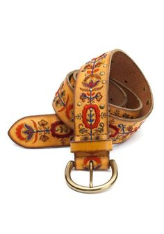 🎯SALE🎯Lucky Brand Embroidered Leather Belt genuine leather belt with beautiful Indian embroidery and stud accents. Tan leather with colored embroidery. Great with jeans or bell bottoms! Versace, Expensive Clothes, Boho Bags, Looks Vintage, Lucky Brand, Boho Fashion, Boho Chic, What To Wear, Fashion Accessories