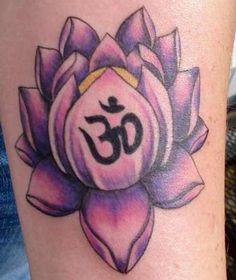 """Flor de Lotus com o símbolo da divindade """"om"""" que segundo a cultura indiana, criou o universo através do som."""