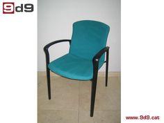 Silla fija de segunda mano, estructura negra y tapizada en tela de color verde. PVP: 45€.
