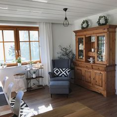 Skandinavischer Landhausstil - - - new home - Book Furniture, Refurbished Furniture, Find Furniture, Style At Home, Country Style Homes, Western Decor, Country Decor, Living Room Sofa, Living Spaces