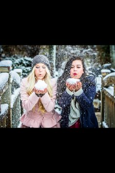 Fun in the snow! Take CUTE best friend pictures like this!!