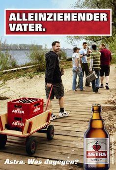 Alleinziehender Vater. Astra Vatertag Bierwerbung.