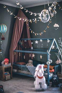 Une maison sombre et lumineuse – PLANETE DECO een thuiswereld – Herzlich willkommen Baby Bedroom, Baby Room Decor, Girls Bedroom, Nursery Decor, Bedroom Decor, Bedroom Ideas, Trendy Bedroom, Bedroom Furniture, Baby Room Design