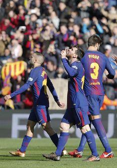 Barcelona's Argentinian forward Lionel Messi (C) celebrates a goal during the Spanish league football match FC Barcelona vs RC Celta de Vigo at the Camp Nou stadium in Barcelona on December 2, 2017. / AFP PHOTO / Pau Barrena