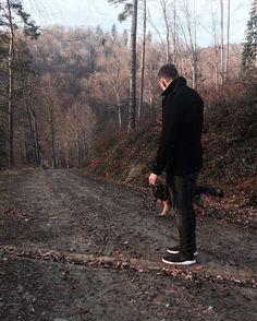 Spacery z psem czyli korzystamy z złotej polskiej jesieni.  Tak naprawdę to właśnie leżę chory ale z tego zdjęcia nie wrzuce bo to wiecie tak nie po blogersku.  #theconsumershow #zapachprzygody #polishboy #blog #bloger #picoftheday #pictureoftheday #potd #man #men #lovemylife #fit #personaltrainer #trenerpersonalny #trener #personalny #instruktor #bungee #jumping #sightseeing