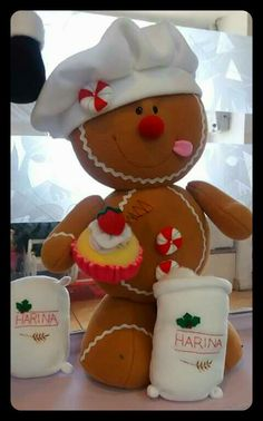 Galleta Gingerbread Crafts, Christmas Gingerbread, Christmas Candy, Christmas Wreaths, Christmas Ornaments, Christmas Sewing, Christmas Projects, Holiday Crafts, Disney Christmas Decorations
