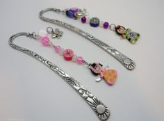 Patterned 12cm metal bookmark with Shell, Crystal Glass, Polymer Clay beads, Dolly and Butterfly charms. The metal piece slides between the pages of your book and the beads cascade down the spine. Each bookmark can be personalised with names or initials, bead colour can be changed .Please state your preference at time of ordering.      Payment is by PayPal Shipping in Ireland Free Shipping in EU €2.40 Shipping in Rest of the world €2.40 Orders over €40 FREE ...