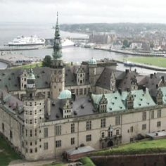 My dear Hamlet's castle. We must wed here, as it is tradition. My heart longs to be married under a canopy of trees, out in nature. Beautiful Ruins, Beautiful Castles, Beautiful Places To Visit, Places To See, Denmark Castles, Hamlet Shakespeare, Kingdom Of Denmark, Helsingor, Visit Denmark