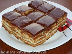 Este una dintre CELE MAI BUNE prăjituri și noi am pus mâna pe vechea rețetă… Romanian Desserts, Romanian Food, Sweets Recipes, Just Desserts, Cake Recipes, Macedonian Food, Kolaci I Torte, Croatian Recipes, Russian Recipes
