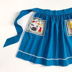 I love a #earlyamerican #noveltyprint!  #thosepockets! #1960s cotton #half apron just listed in Etsy! Best fits women's med/large. ✨ 1960s Kitchen, Half Apron, Novelty Print, Early American, Vintage Children, Cheer Skirts, Fit Women, Kids Shop, Teal