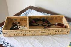 Creative and Functional Reuse of Rulers and Yardsticks 10 Ruler Crafts, Craft Stick Crafts, Wood Crafts, Fun Crafts, Craft Ideas, Decor Ideas, Wood Projects, Woodworking Projects, Wooden Ruler