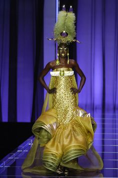 John Galliano for Christian Dior Spring Summer 2004 Haute Couture Dior Haute Couture, Couture Mode, Couture Fashion, Nefertiti Costume, Egyptian Costume, Galliano Dior, John Galliano, Christian Dior, Weird Fashion