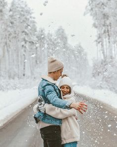 Couples – B & W Photography ltd Winter Couple Pictures, Winter Photos, Winter Pictures, Winter Ideas, Winter Photography, Couple Photography, Photography Poses, Travel Photography, Photo Couple