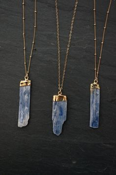Blue Kyanite aligns the chakras and subtle bodies, bringing tranquility and a calming effect to the whole being.