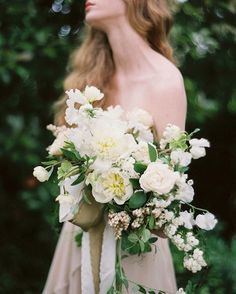 """Alicia Rico + Adam Rico on Instagram: """"The biggest turning point for me was once I moved away from tight florals and started experimenting with loose, airy designs. So I guess I would say—don't be afraid to try new things + """"loosen up"""". I'll be designing a bouquet live on our free webinar with @oncewed and @ifimade_ at 2.30pm est on Tuesday. You can sign up to join us via the link in our profile. #ifimadeweddingflowers Photo by @heatherhawkins"""""""