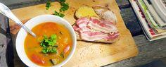 Gewoon wat een studentje 's avonds eet: Zoete aardappelsoep met aubergine en tomaat, met brood met spek en boter