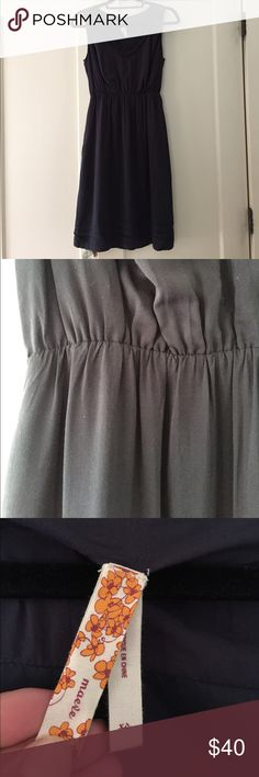 Anthropologie Maeve Gray/Grey Dress XS Anthropologie Maeve gray dress. Rayon. Lined. V-neck. Pockets. Cute ruffle detailing on bottom and neck line. Looks cute with a belt too! Comes with soft lime green belt that is elasticized in the back and hooks in the front. Anthropologie Dresses Midi