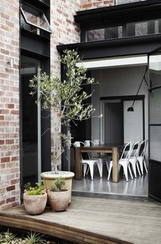 I dream of having a old brick row house in a city with modern steel windows and doors and modern kinda sorta like design office interior decorators bedrooms de casas Interior Design Minimalist, Australian Interior Design, Interior Design Awards, Interior Exterior, Exterior Design, Interior Architecture, Outdoor Spaces, Outdoor Living, Indoor Outdoor