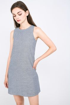 The Rallen is a casual piece you'll find yourself constantly reaching out for. Cut from a lightweight linen-blend, the highlight of this sleeveless number lies in its sporty racer back design. Details include a concealed back zip closure as well as inner lining. Pair yours with crisp-white sneakers and you're good to go.