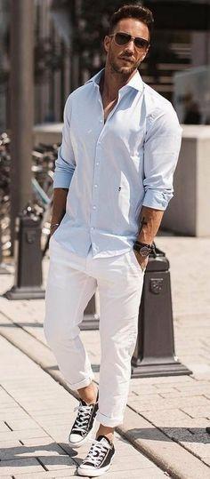 Six simple street style looks to copy now men's street style Simple Street Style, Street Style Looks, Fashion Moda, Suit Fashion, Fashion Photo, Mens Fashion Blog, Fashion Blogs, Womens Fashion, Chinos Men Outfit