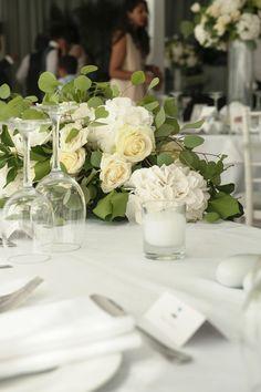 #Whiteroses are always in fashion! #weddingingreece #destinationwedding #weddingplanning #weddingplanner #greeceweddingplanner #weddingtable #weddingdeciration #weddingflowers
