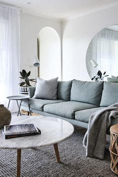 New apartment living room grey couch mirror Ideas Living Room Table, Living Room Color Schemes, Trendy Living Rooms, Living Room Scandinavian, Living Room Designs, Apartment Living Room, Couches Living Room, Living Decor, Living Room Grey
