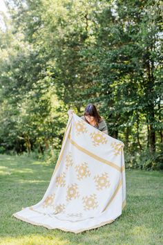 6 quilt photography tips from an expert! How to take photos of your quilts with just an iPhone! suzyquilts.com #quiltphotography