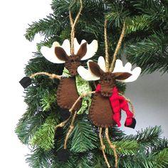 Items similar to Brown Felt Moose Christmas Ornament - Mr. Moose on Etsy Felt Christmas Decorations, Christmas Ornaments To Make, Christmas Items, Felt Ornaments, Rustic Christmas, Felt Crafts, Handmade Christmas, Holiday Crafts, Christmas Crafts