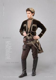 """Гурийско-аджарская мужская одежда """"чакура"""". Бархатная куртка украшена золотой крученой тесьмой и кантом. Ахалухи (сорочка) из атласа. Головной убор -папанаки-расшит золотом. Кушак узорчатый. Поверх кушака широкий кожаный пояс, за который затыкается огнестрельное и холодное оружие. На поясе также кожаный кошелек и кожаная пороховница. Брюки заправлены в кожаные сапоги."""