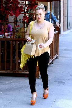 Hilary Duff is an American actress and best singer. But we don't have songs, we have selected a list of the best Hilary Duff photos for you. Stylish Girl Images, Stylish Girl Pic, Hilary Duff Style, Hollywood Fashion, Curvy Women Fashion, The Duff, Hottest Models, Beautiful Celebrities, Beauty Women