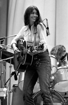The wonderful Emmylou Harris Country Music Stars, Country Singers, Music Icon, Soul Music, My Music, Emmylou Harris, Famous Musicians, Women In Music, Live Events