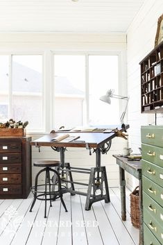 😍What a creative workspace? Learn awesome ideas… – Home Office Design Layout Workspace Design, Home Office Design, Home Interior Design, Office Decor, Office Ideas, Artist Workspace, Office Table, Office Furniture, Office Designs