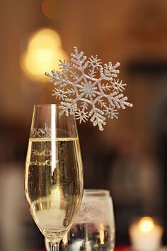 Snowflake Drink Decor... I want one of those